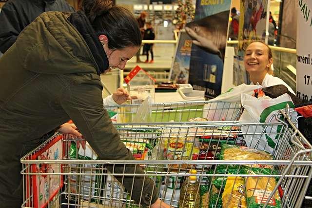 girl shopping for food